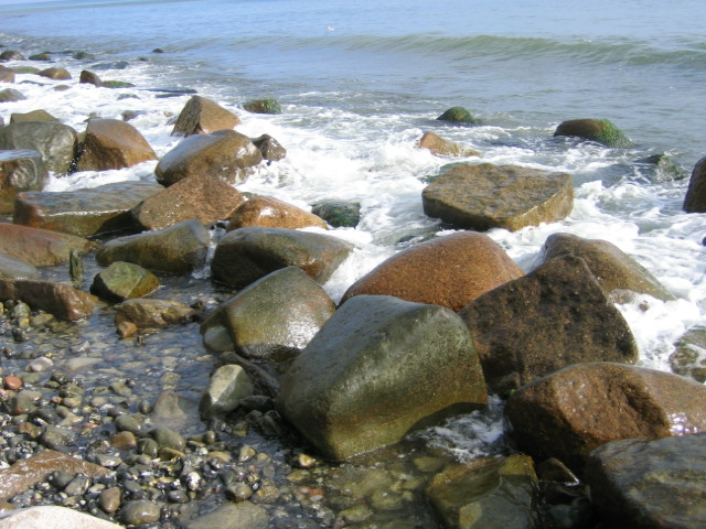 sinnbildliches Foto für Hochsensibilität vom Meer und Steinen